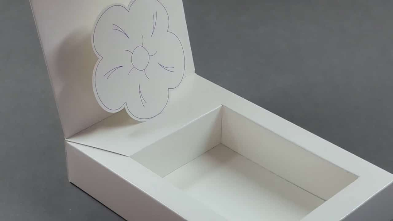 Box with 2D element and lock tab